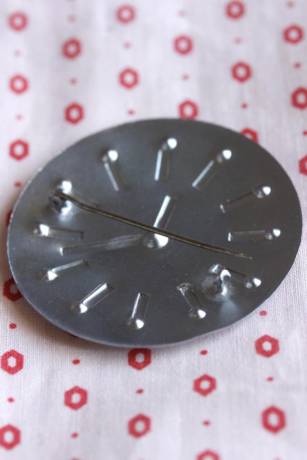 アンティークのアルミの時計ブローチ 5cm ga-695