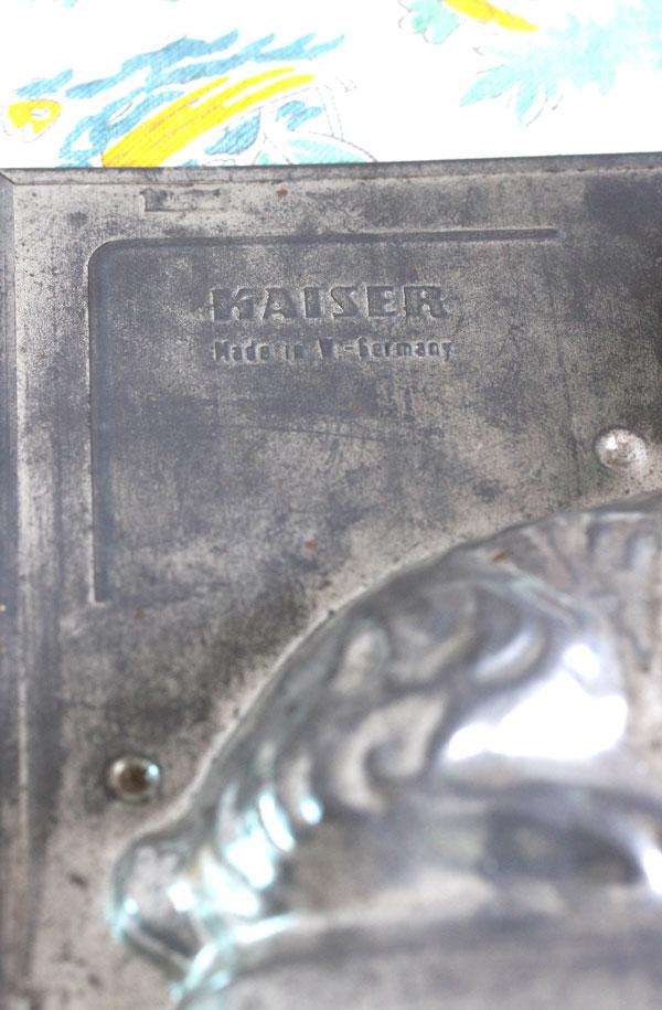 アンティークイースターうさぎのブリキチョコレートモールド gk-472