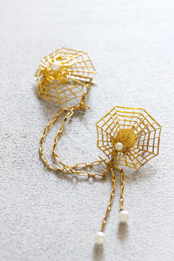 ヴィンテージゴールドメタルの蜘蛛の巣のブローチ1930--40年代頃 ga-712