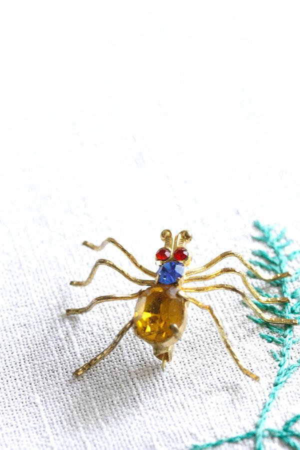 ヴィンテージガラスストーン蜘蛛のブローチ ga-713