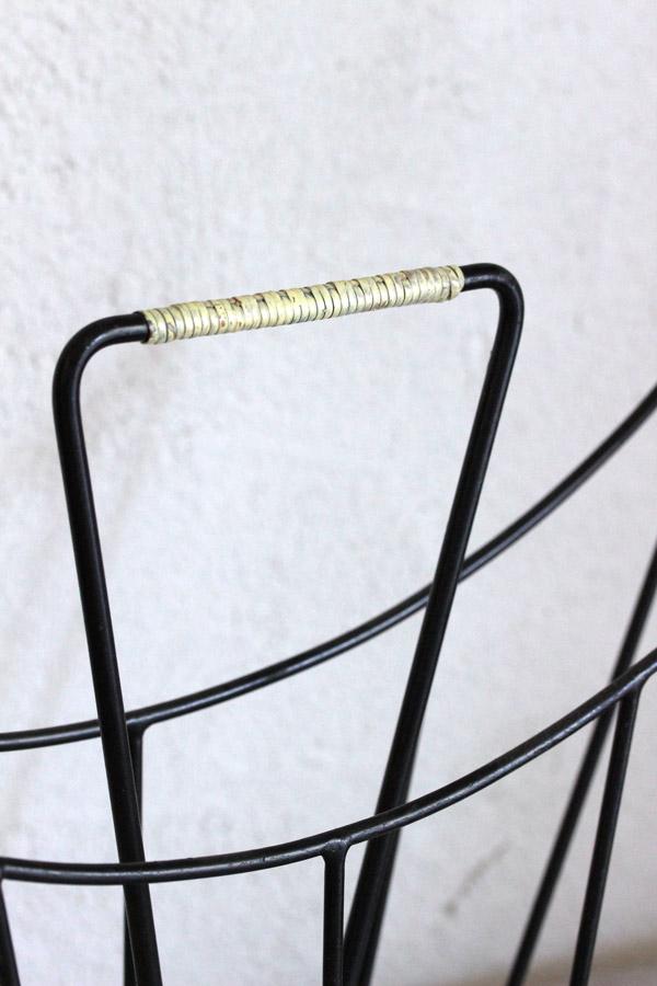 ミッドセンチュリーのアイアン製マガジンラック 43.5×37×8.5cm gk-485
