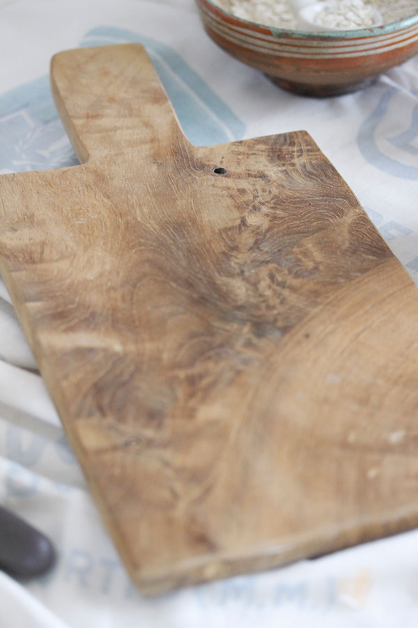 ヴィンテージルーマニアの木製カッティングボード34.5×16.5cm gk-489