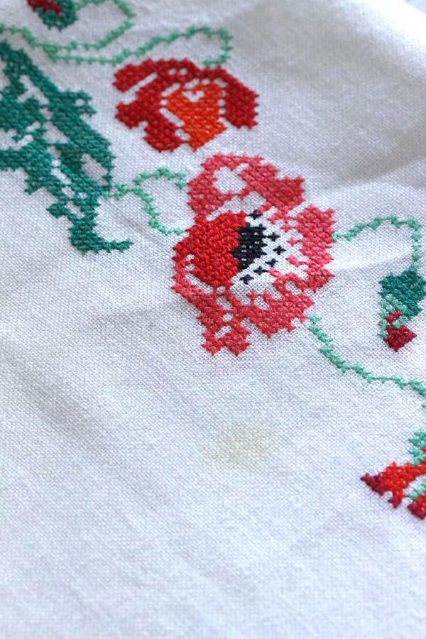 ヴィンテージクロスステッチのポピー刺繍テーブルクロス 120×105cm ge-745