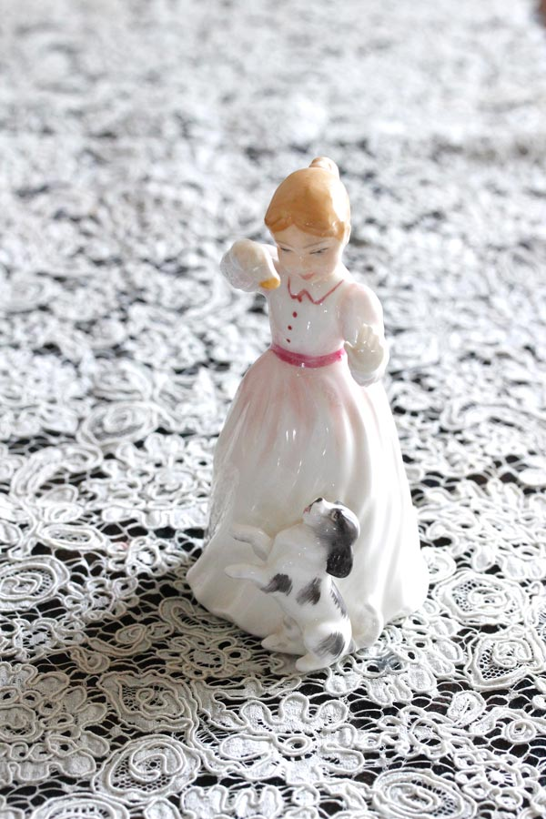 Royal Doulton Roseの少女と犬のフィギュリン11.5cm 1991年 gt-769
