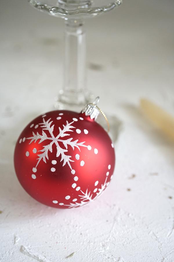 リバティガラスオーナメント赤のボールに雪の結晶 W8cm gx-399