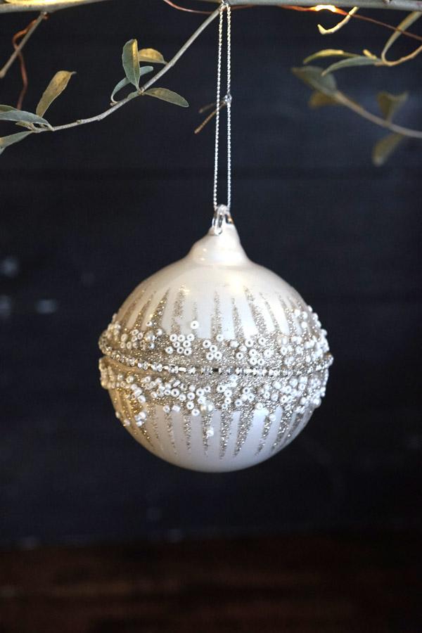 リバティのクリスマスガラスオーナメントマットホワイト ビーズ入りミドルリングW8.5cm gx-410