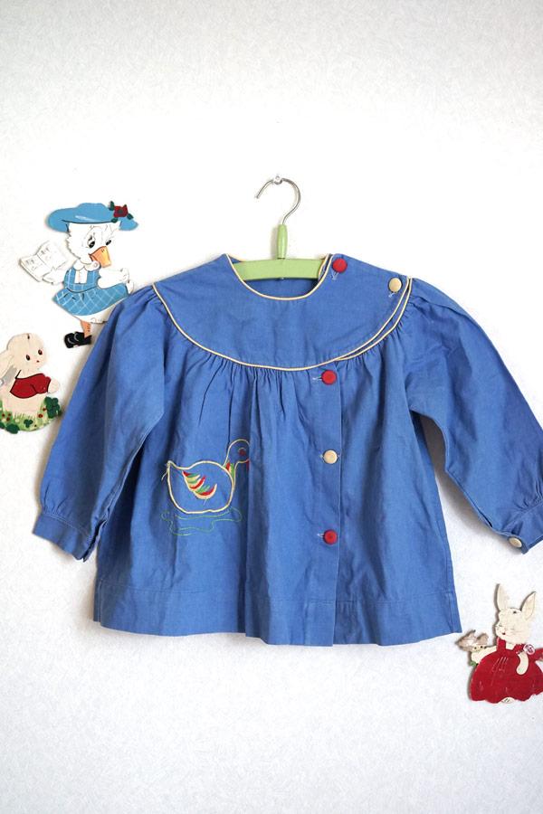 フランスのブルーのコットンスモック アヒル刺繍のポケット付き2.3歳用 gd-181