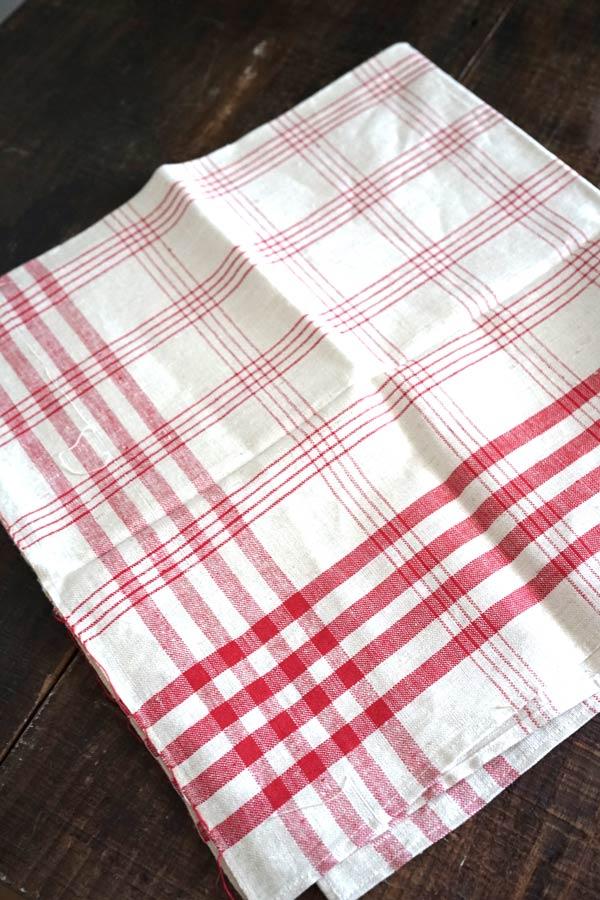 ヴィンテージのフランスらしいお洒落な赤のチェックキッチンリネン 71×69cm gli-0279